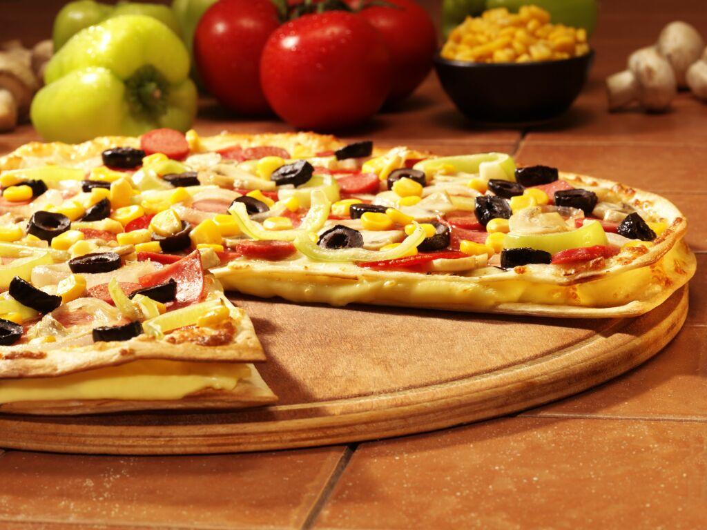 Smaczna pizza z Domino's