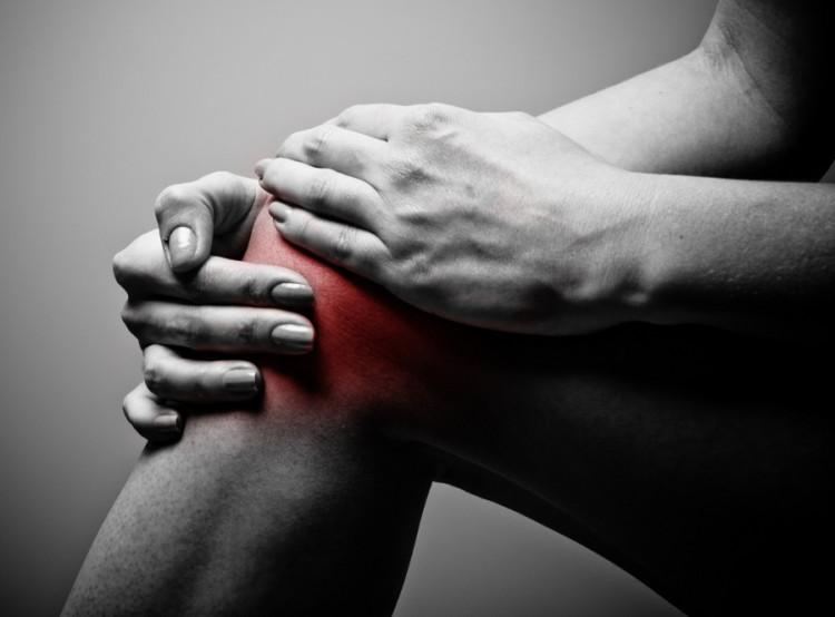Bolące kolana mogą utrudnić poruszanie się