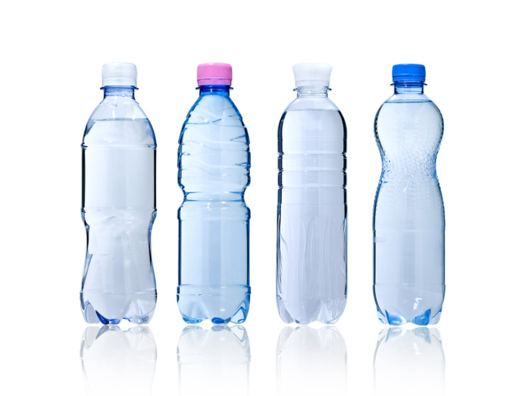 Warto zawsze mieć pod ręką butelkę wody i sięgajmy po nią regularnie