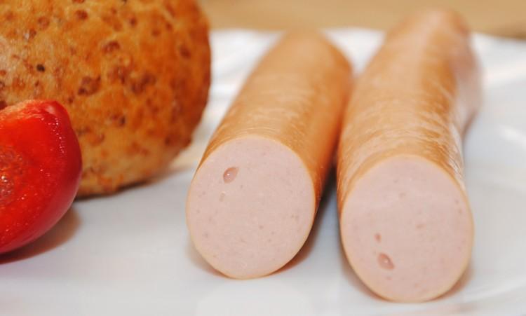MOM to częsty i pierwszy składnik większości parówek, pasztetów i konserw