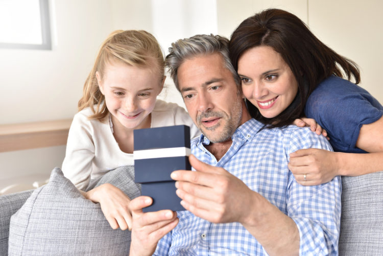 Dzień Ojca to świetna okazja, by wręczyć tacie choćby drobny upominek, choćby ten zrobiony własnoręcznie