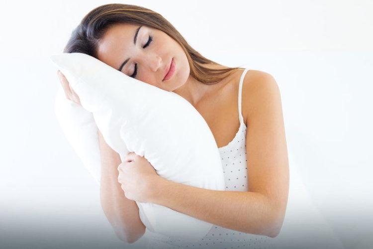 W upalną noc najlepiej sprawdza się bawełniana pościel i bielizna