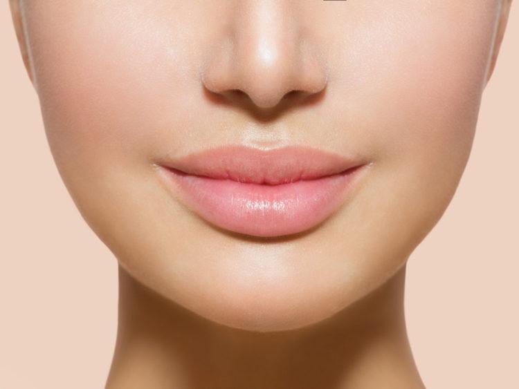 Kondycja naszych ust zależy od tego jak je traktujemy - nawilżajmy, peelingujmy i masujmy wargi!