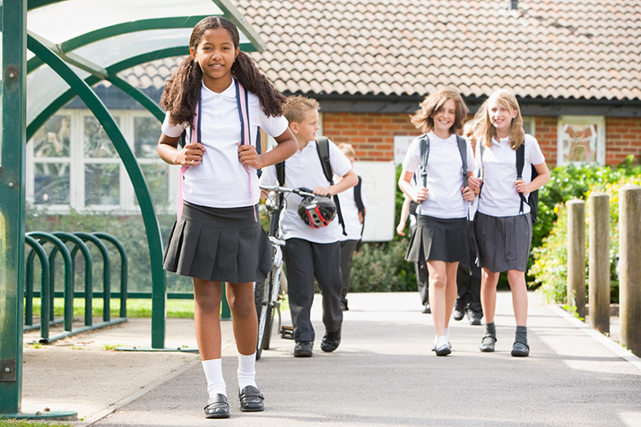 Dobór odpowiedniego plecaka oraz instrukcja dotycząca sposobu noszenia tegoż to ważne zadanie rodziców, którym leży na sercu zdrowie ich dzieci