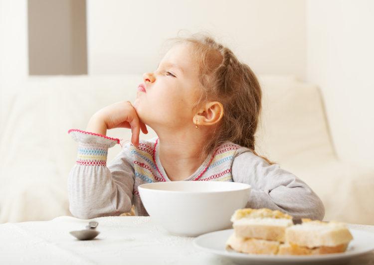 Przysłowiowy Tadek niejadek to wyzwanie dla rodzica. Co ugotować i jak podać?