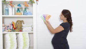 Wybór koloru do dziecięcego pokoju warto dobrze przemyśleć - najlepiej postawić na neutralne pastele, na tle których wszystko wygląda świetnie