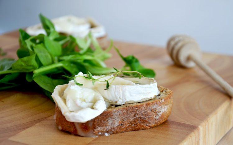 Kozi ser to zdrowsza alternatywa sera pochodzenia krowiego - zawiera mniej tłuszczu i więcej białka