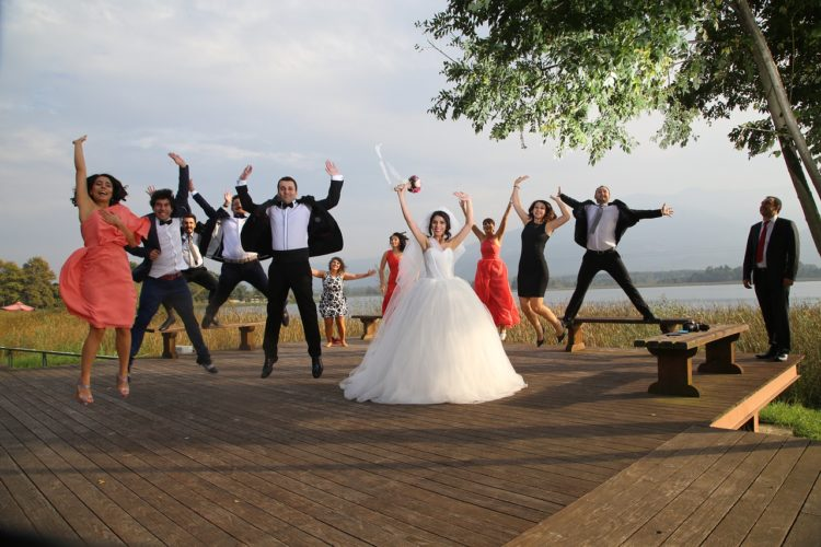 Tradycje i zwyczaje weselne pozwalają zbudować wyjątkowy klimat tego ważnego dla nowożeńców i ich gości dnia