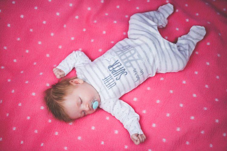 Biegunka u niemowlaka może być stanem zagrażającym jego zdrowiu i/lub życiu