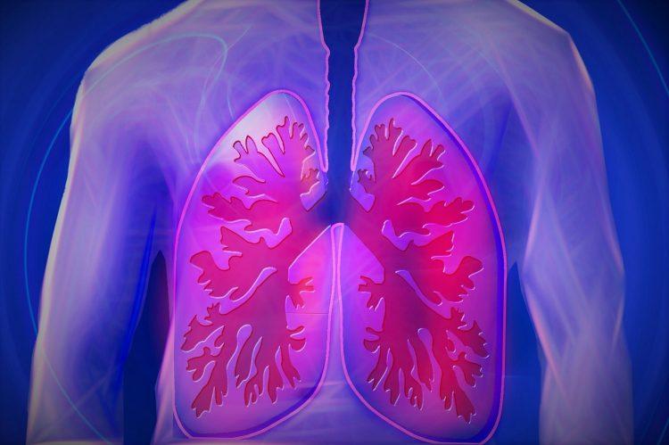Wydzielina zalegająca w drogach oddechowych może powodować kaszel mokry, dzięki któremu jest ona usuwana