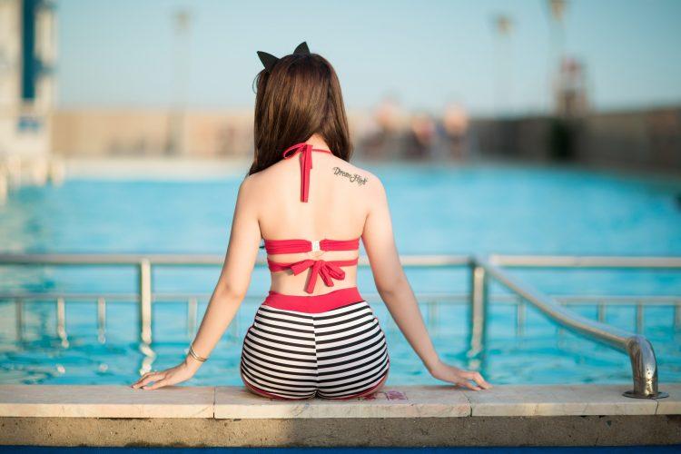 Bikini w paski i z wysokim stanem? To absolutny hit tego lata