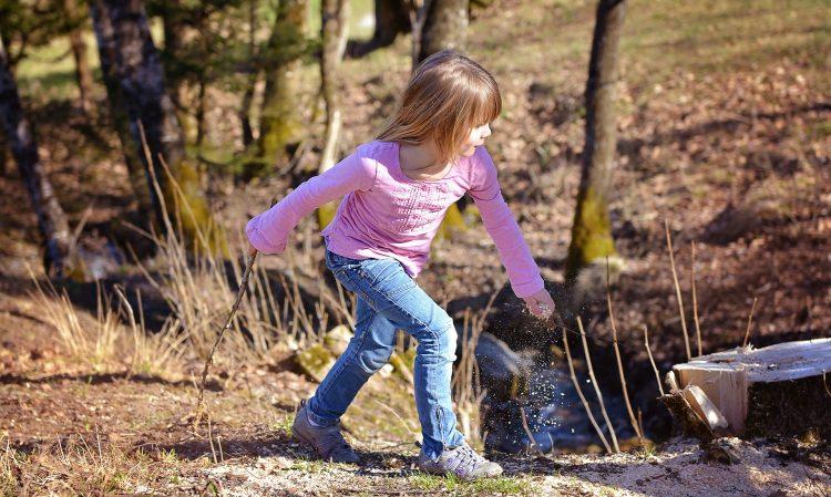 Aktywność fizyczna ma ogromne znaczenie w rozwoju dzieci i młodzieży, a jej niedostatki mogą mieć poważne konsekwencje