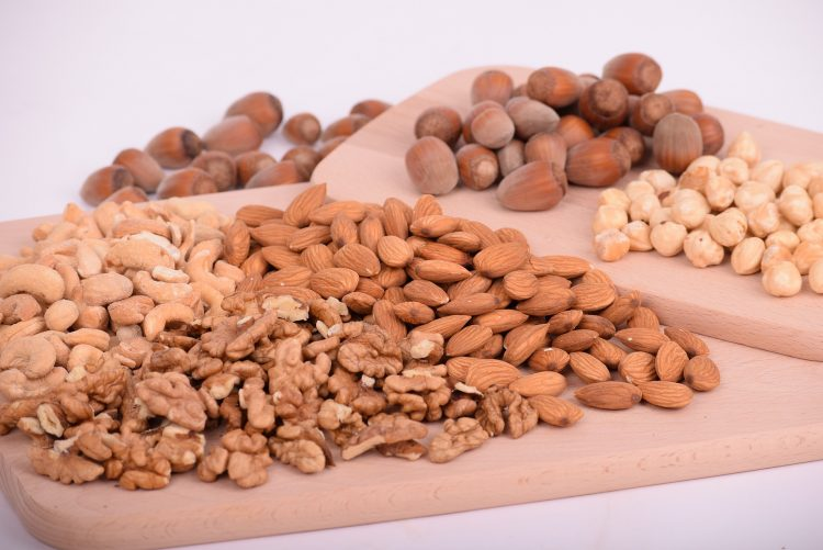Orzechy to doskonała przekąska i źródło kwasów tłuszczowych oraz witamin