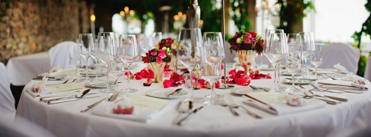 Obiady czwartkowe odbywały się w artystycznej atmosferze, przy suto zastawionych stołach